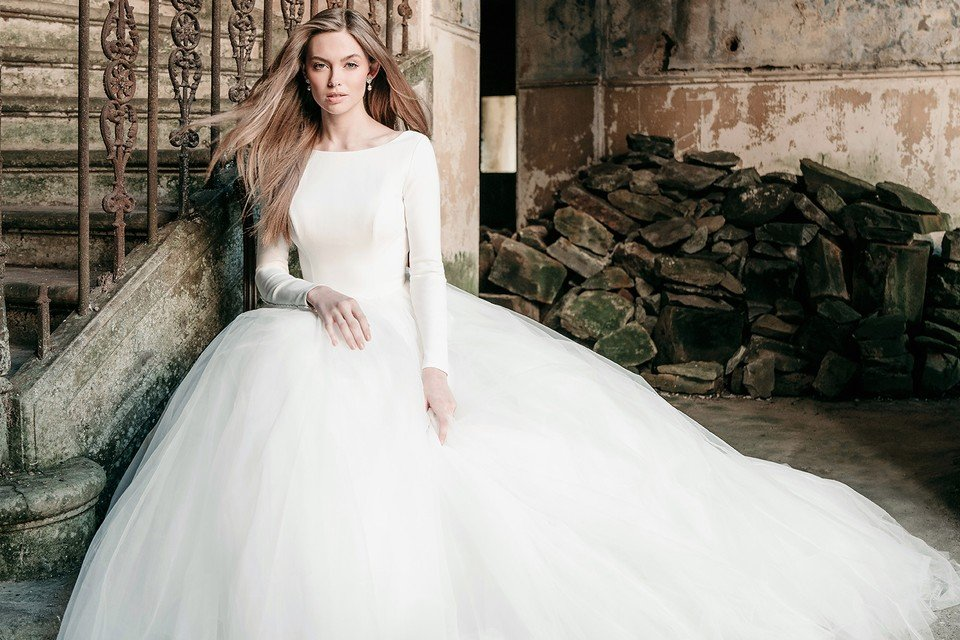 14 Fantastic Wedding Dresses For A Winter Wedding Scent Of Orchid